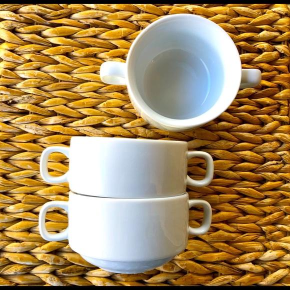 5 STACKABLE ONEIDA soup bowls